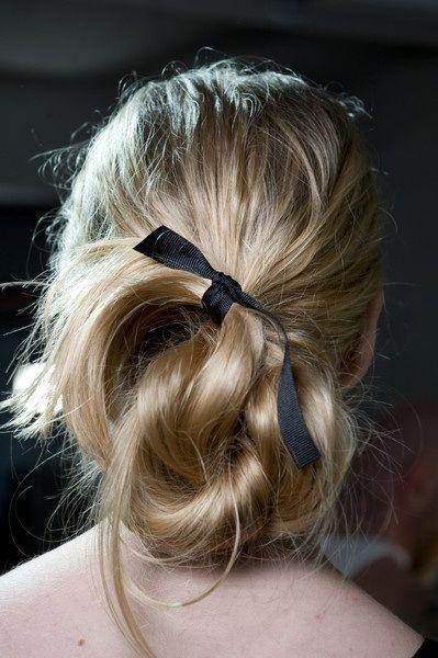 laço nos cabelos